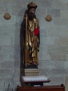 Puenta la Reina. St. Jacobbeeld uitgesneden en dit verwelkomt de bezoeker.