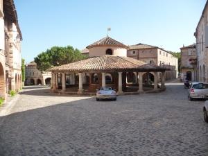 Auvillar. Markthal