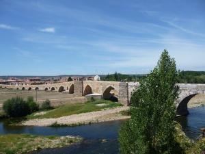 Puente de Orbigo. Romeinse brug met 18 stenen bogen.