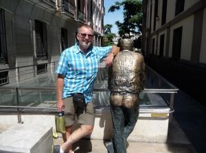 Madrid. Dit beeld symbo,iseerde de madrileen die naar zijn geschiedenis kijkt.